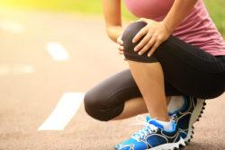 膝を痛めた女性
